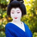 121-Kyoto-Geiko-Portrait-Cherry-Blossom